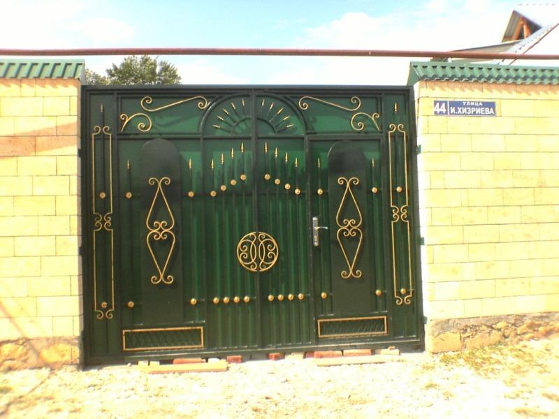 Входные ворота с калиткой в частном доме своими руками 62