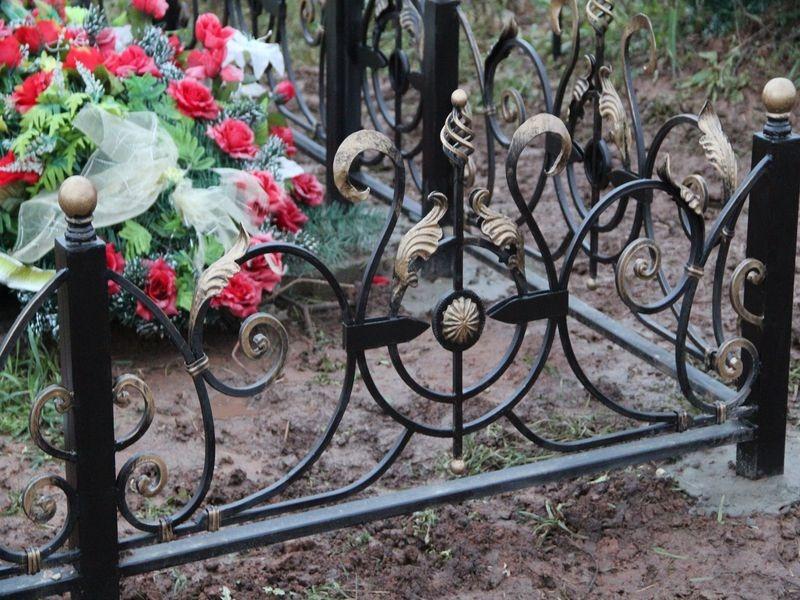 ограды кованые могильные фото